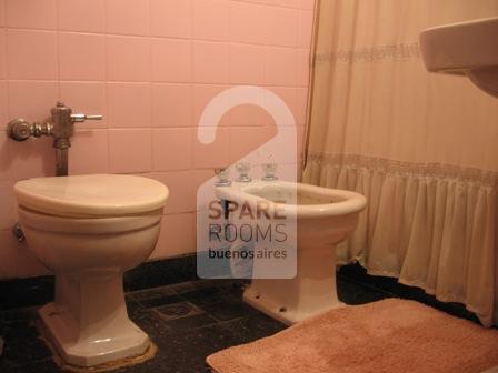 El baño en el departamento de Recoleta