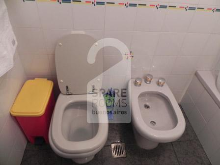 The bathroom at the ph in Nu�ez