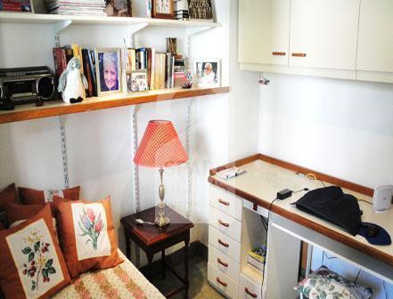 El escritorio en la habitación