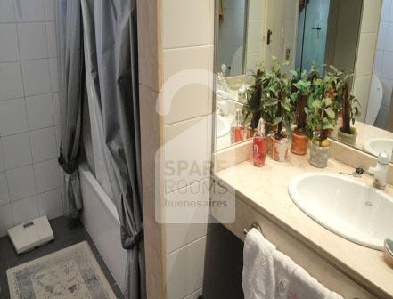 The spacious principal bathroom to share