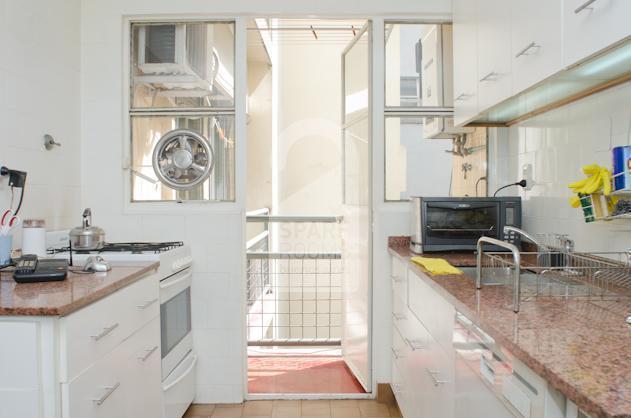 Luminous kitchen with laundry