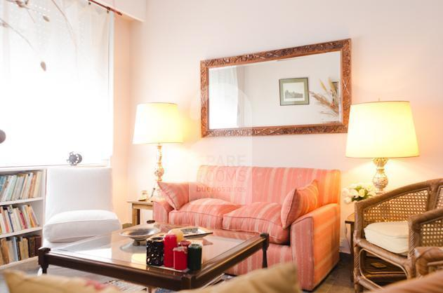 The living-room and it�s relaxing sofas at the apartment in San Telmo.