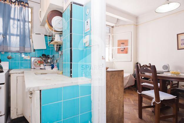 Vista de la cocina y comedor