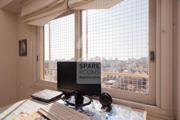 Gran ventana de la habitación