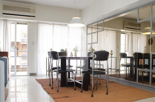 Dinning room with 6 chairs and a rectangle table