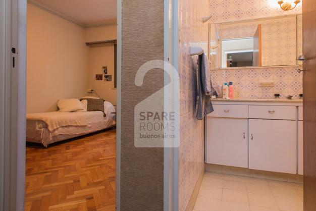 Vista del baño y habitación