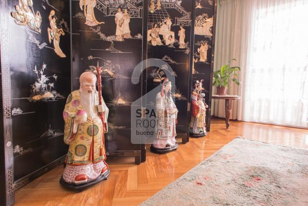 Oriental ornaments of the living room