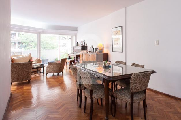 Dinning room with 6 chairs and a rectangle wooden table at Palermo