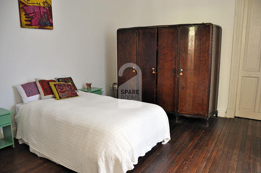 Room with double bed in San Telmo