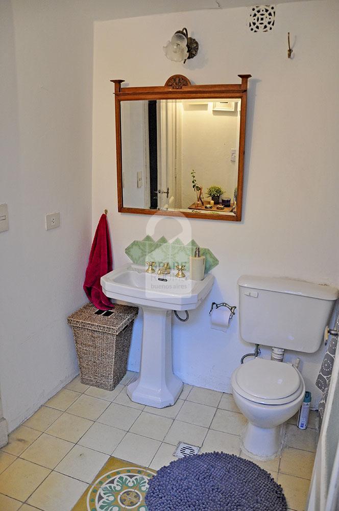 Baño con bañera en departamento San Telmo