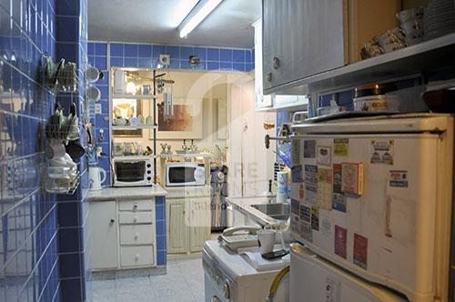 View of the kitchen of the Flores apartment.