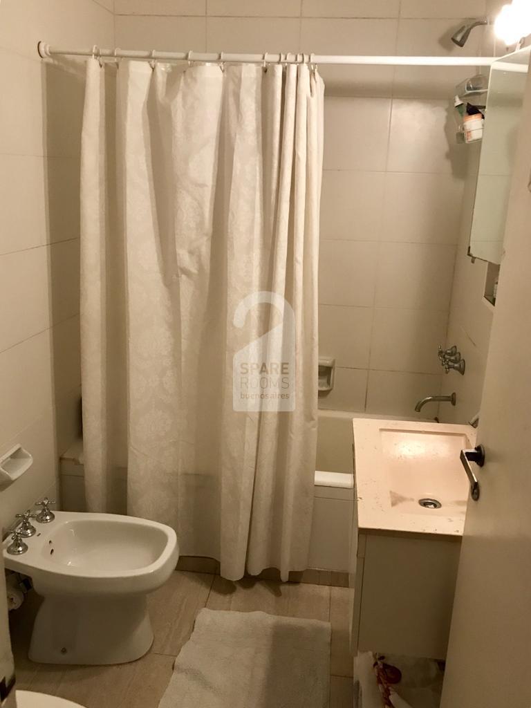 El baño con ducha compartido