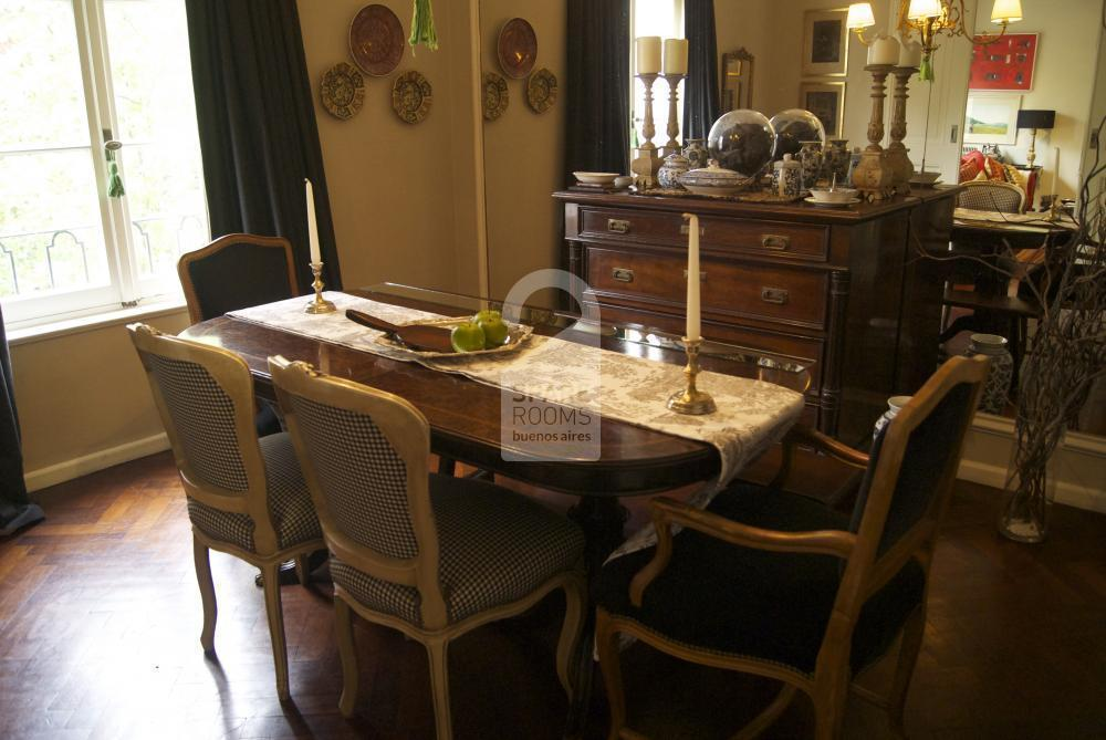 The dining room at the room/ apartment in Recoleta